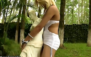 Tempting blonde shemale strips off in produce a overthrow and masturbates