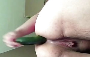 Mature BBW Puts Cucumber In Her Arse For Your Pleasure