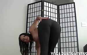 My arse is hawt but in yoga pants moneyed looks amazing JOI