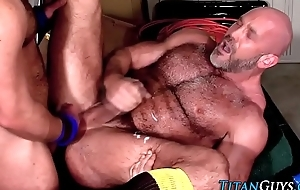 Pain in the neck fucked muscly bear